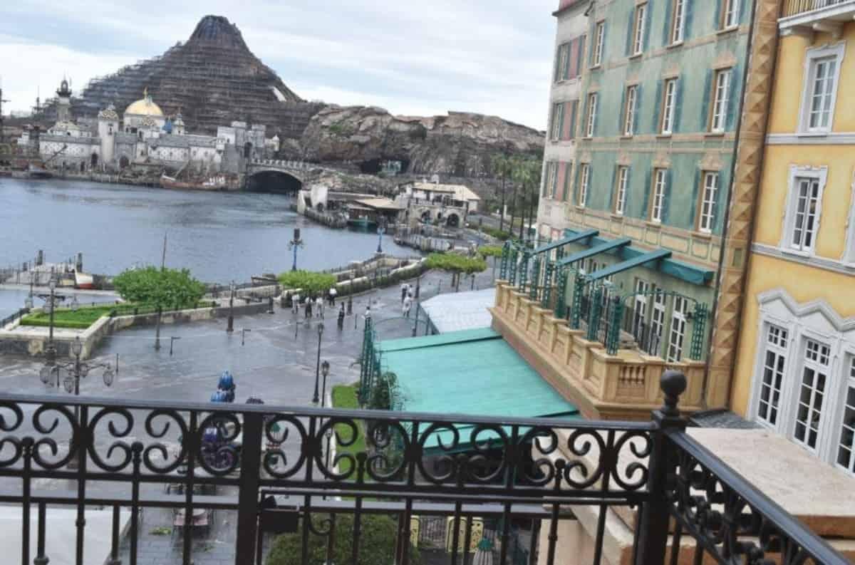 ホテルミラコスタからディズニーシーのパーク内を一望できる