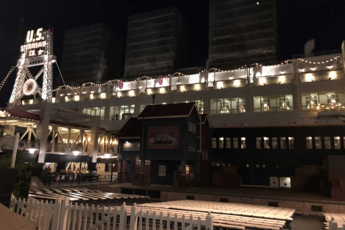 S.S.コロンビア・ダイニングルーム 船外