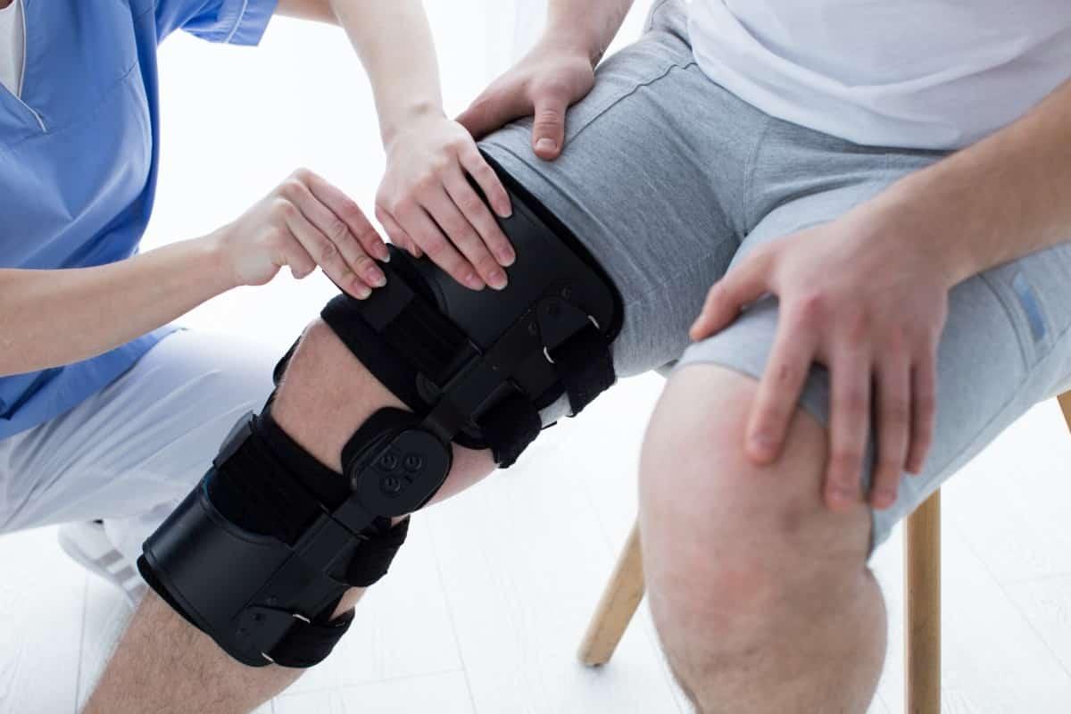 膝の装具の調整