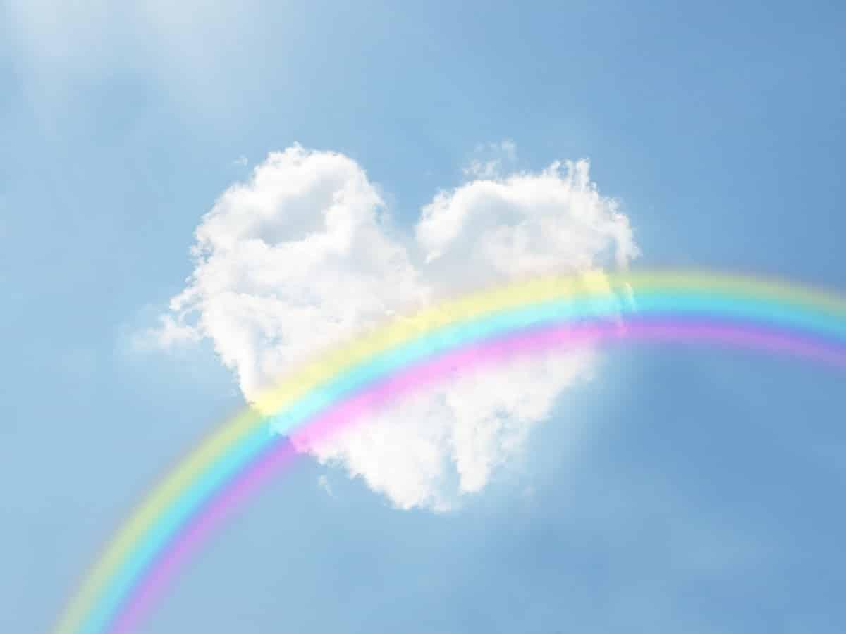 ハートに虹がかかる