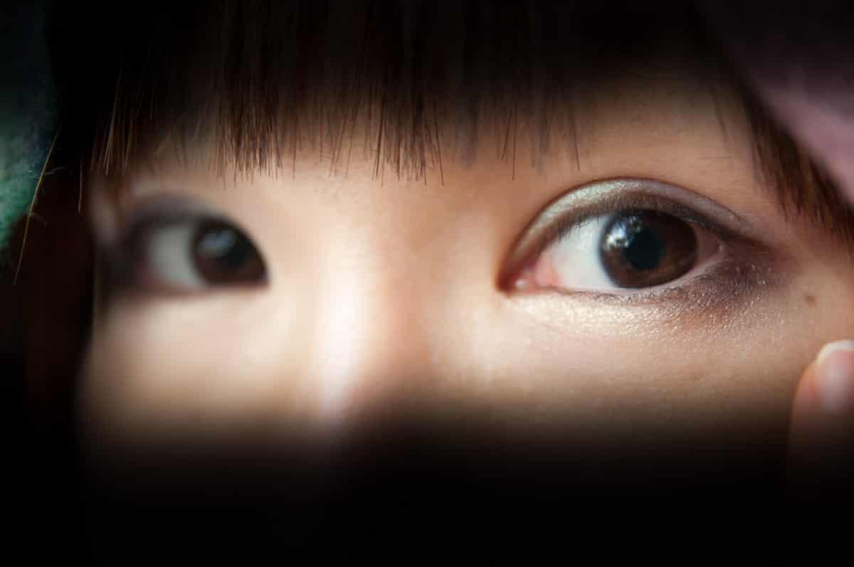 相手の目が怖い