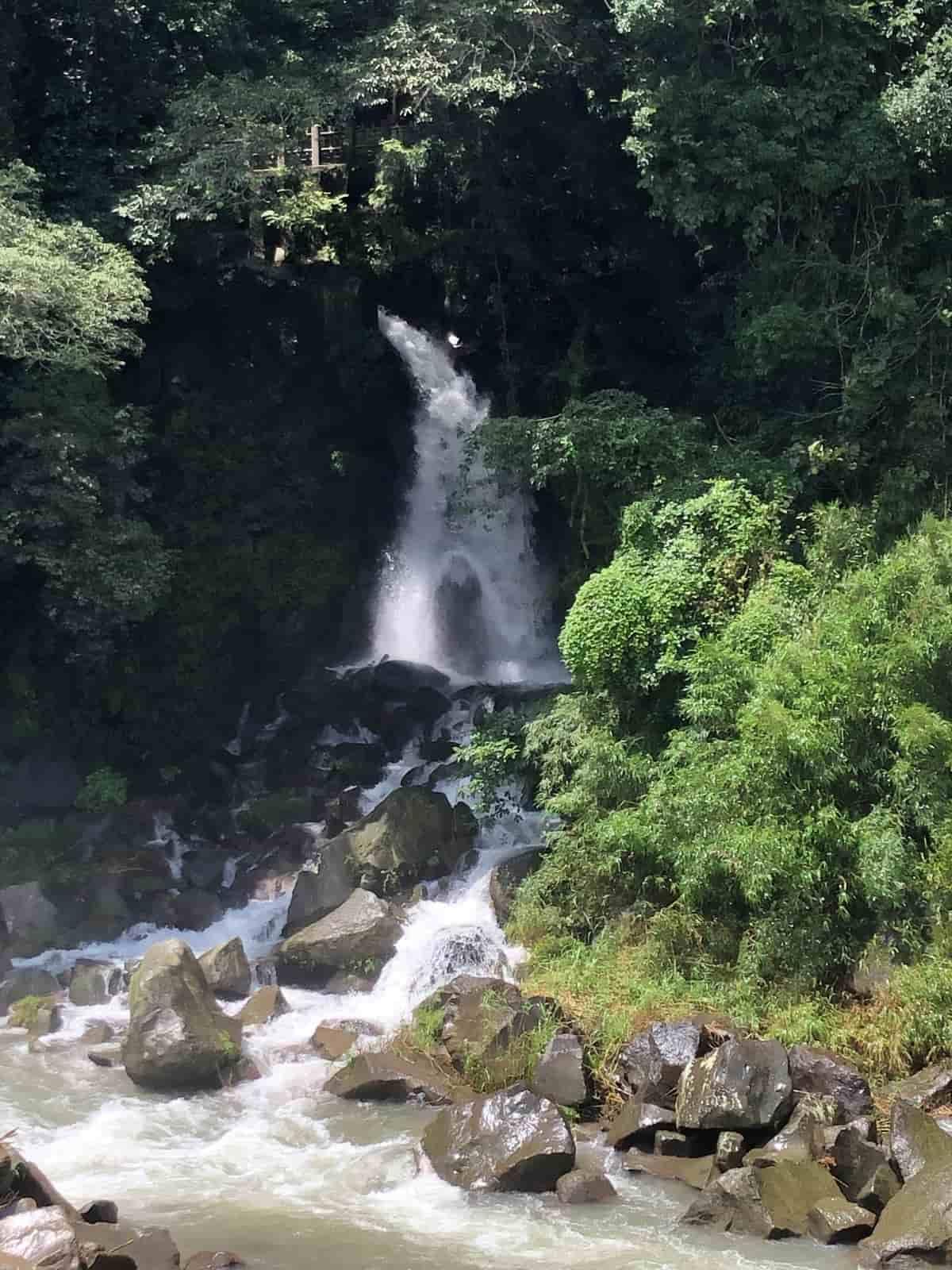 関之尾の滝の男滝