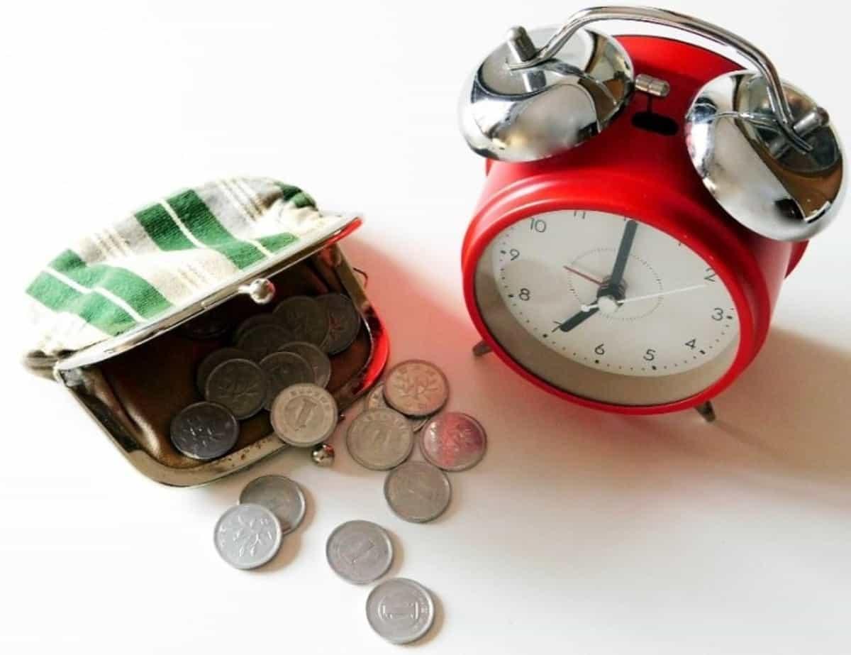 1円玉と目覚まし時計